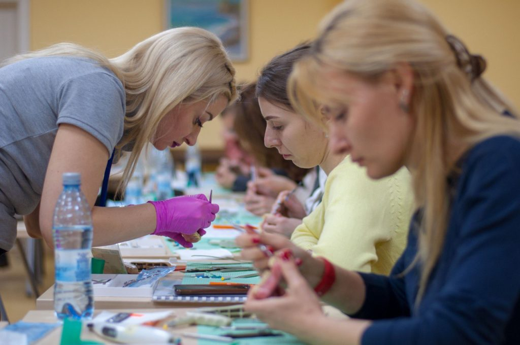Интенсивный фантомный тренинг о белой эстетике в реставрации зубов